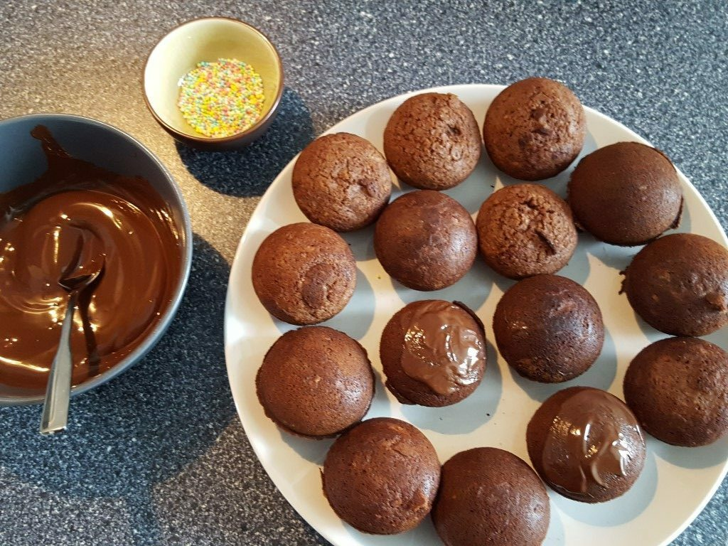 Mini-Schoko-Kuchen mit dem Cupcake-Maker