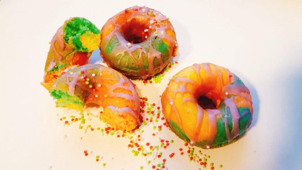 Regenbogen Donuts für den Kindergeburtstag